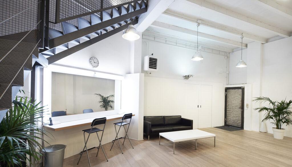 MC Studios interni reception e scala - Luciano Calore e Roberto Masiero